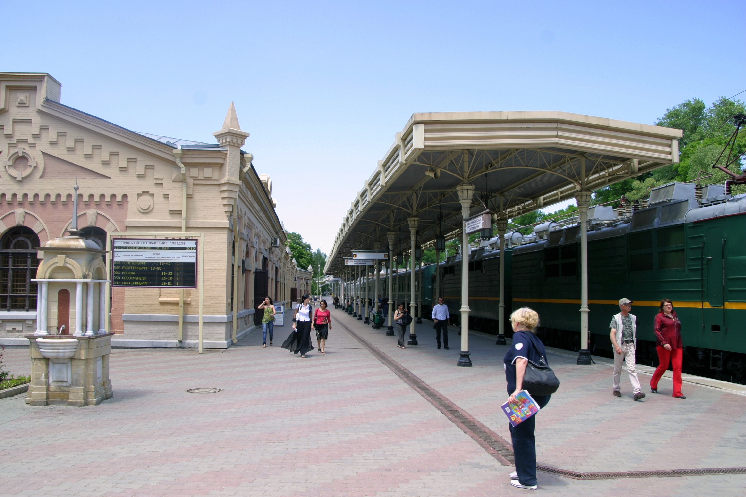Картинки по запросу кисловодск жд вокзал
