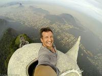 Забраться на статую Христа-Искупителя в Рио-де-Жанейро — ни с чем не сравнимое ощущение!