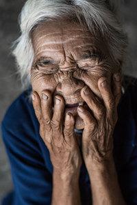 10 трогательных и удивительных снимков вьетнамцев, которые прячут свои улыбки