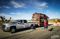 Мы уволились с работы, построили крошечный домик на колесах и отправились в дорогу