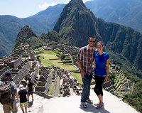 Эти двое уволились с работы и продали все, чтобы путешествовать по миру со своим домашним питомцем