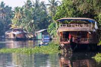 12 самых потрясных в мире путешествий на лодке