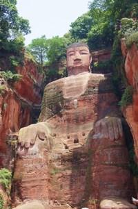 Гигантский Будда в Лэшане. Удивительные снимки одной из самых экстраординарных статуй в мире