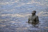 Феноменальный памятник в Лондоне, который можно увидеть только два раза в сутки