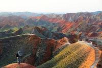 Разноцветные скалы геопарка Чжанъе Данься в Китае