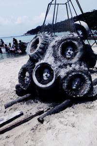 Эти подводные скульптуры настолько жуткие, что от их вида по спине бегут мурашки!