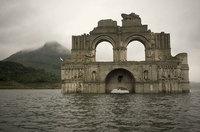 """В Мексике из-под воды """"вынырнул"""" храм!"""