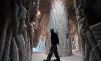 Вот уже 25 лет он создает тайный подземный мир в американских пещерах!