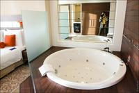 Причуды богатых или зачем президенту в спальне ванна?