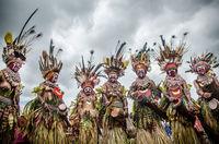 13  колоритных фото с удивительного фестиваля племен в Папуа — Новой Гвинее