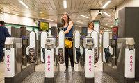 На одной из станций лондонского метро всю рекламу заменили котиками