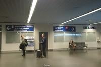 Два выхода из Евро-аэропорта: во Францию и в Швейцарию