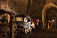 Заброшенный туннель с ретро-автомобилями, куда может попасть любой желающий