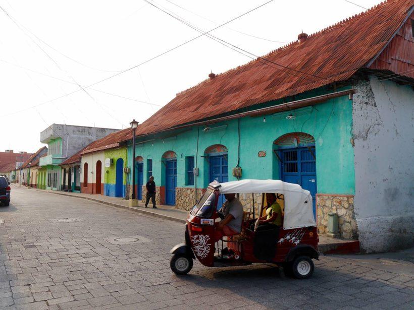 Гватемала Гватемала isla de flores guatemala tuktuk 1600x1200