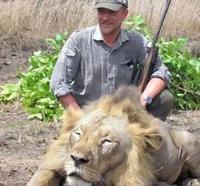 Охотник, убивавший огромных хищников ради забавы, умер абсурдной смертью