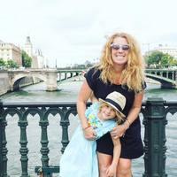 Почему она уволилась и отправилась в путешествие с 5-летней дочерью? Это потрясает!