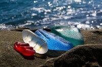 Россияне выбрасывают в океан бутылки из-под водки и пива, и вот что он возвращает им!
