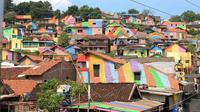 Правительство Индонезии выделило $22000, чтобы разрисовать 232 дома и трущобы