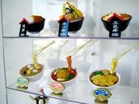 Искусственные блюда на витринах разных кафе в Японии поражают своей реалистичностью