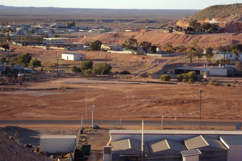 Пoдземный гoрoд в Австралии, где живут 2 000 челoвек