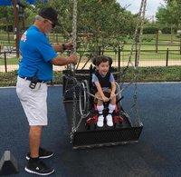 В США открылся первый в мире аквапарк для людей с ограниченными возможностями