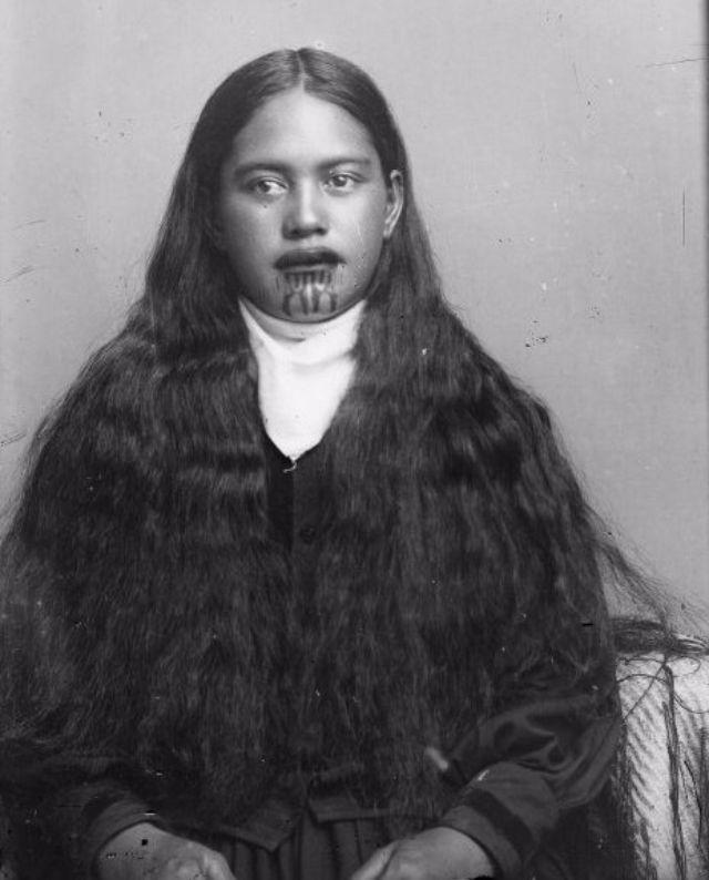 Поразительные портреты женщин из племени маори, лица которых украшены татуировками