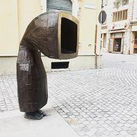 15 необычных скульптур, которые демонстрируют суть современного человечества