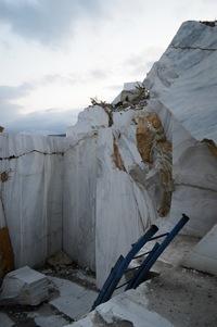 Карьер близ Байкала, где залежи мрамора старше озера
