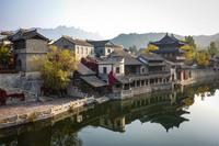 Губэй: бутафорский «древний» городок на воде под Пекином