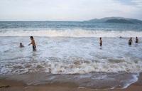Волны в Нячанге в декабре