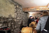 Дегустация вина в местном винодельческом предприятии