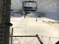 Спуск на лыжах в мае в ОАЭ - настоящее чудо