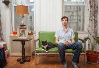 Фотограф создал фотопроект про холостяков Нью-Йорка и их котиков