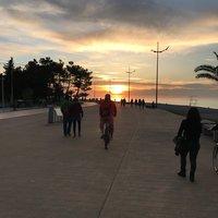Закат на набережной в Батуми