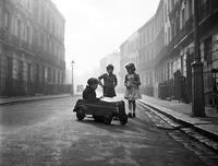 Самые чудесные фото детей и животных легендарного Джона Дрисдейла
