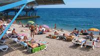 Гурзуф, я отдыхаю на пляже