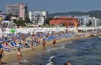 Пляж курорта Солнечный берег, сентябрь
