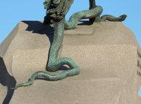 Если идти к памятнику со стороны Исаакиевского собора, вид будет вот такой