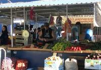 На рынках Витязево хороший выбор фруктовой продукции