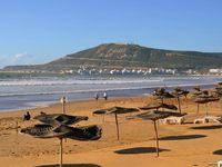 Марокко: пустынный пляж в Агадире