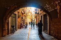 Жирона: прогулка по городу в вечернее время