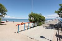Пляж «Голубой Иссык-Куль», разгар дня, сентябрь.