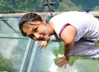6 снимков леденящей душу стеклянной тропы на высоте 1430 метров
