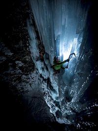 Экстрим фото недели: Ночное восхождение по льду в Национальном парке Гран-Парадизо