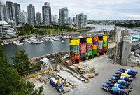 Как близнецы Os Gemeos раскрасили индустриальный бункер Ванкувера