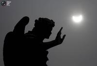 15 невероятных снимков солнечного затмения в 2015 году, от которых невозможно оторваться