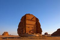 Прогулка к одинокому замку в скале посреди пустыни