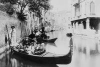 Селфи с туземцем: 18 фотографий туристов 100-летней давности