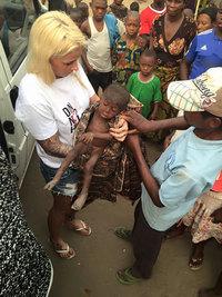 Этого 2-летнего малыша нашли умирающим на улице в Африке...