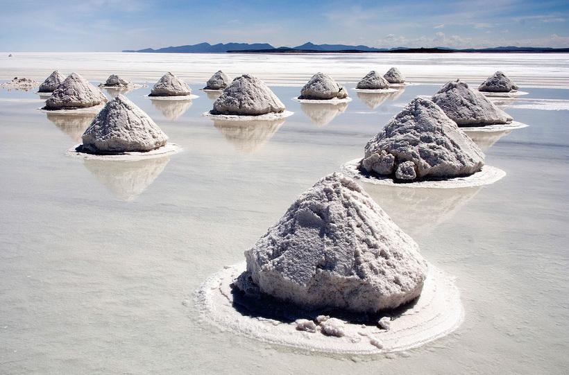 Боливия Многонациональное Государство Боливия. Piles of Salt Salar de Uyuni Bolivia Luca Galuzzi 2006 a